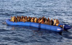 إنقاذ 329 مرشحا للهجرة السرية بعرض المتوسط