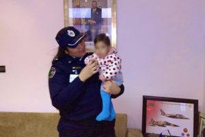 """الأمن يعيد """"الرضيعة ياسمين"""" المختطفة الى حضن عائلتها"""