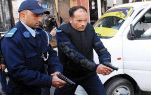 مفتش شرطة يضطر لاستعمال سلاحه الوظيفي بشكل تحذيري في تدخل أمني بسوق السبت