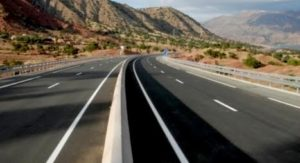 """الطريق السريع """"تيزنيت – الداخلة"""".. مشروع هيكلي كبير لتعزيز الروابط بين المغرب وعمقه الإفريقي"""