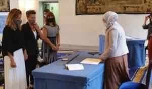 في سابقة .. مستشارة مغربية الأصل تشرف على زواج سحاقيات بإسبانيا
