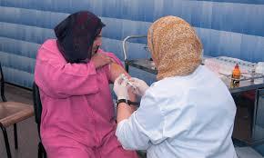توسيع الاستفادة من عملية التلقيح الوطنية لتشمل المواطنات والمواطنين ما بين 60 و 64 سنة
